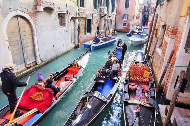Venice and Florence proposed a new tourism model