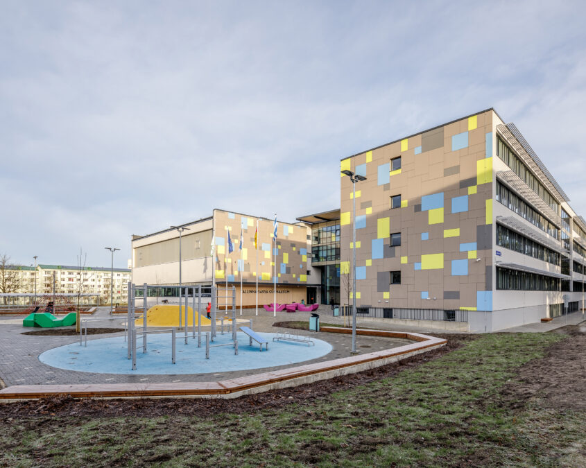 Pilot project in Tallinn: 10 school stadiums can be used during summer